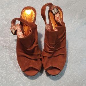 💙 5 for $16 -Peep toe platform heels